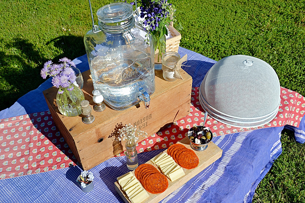 Appetizer picnic pallet table.