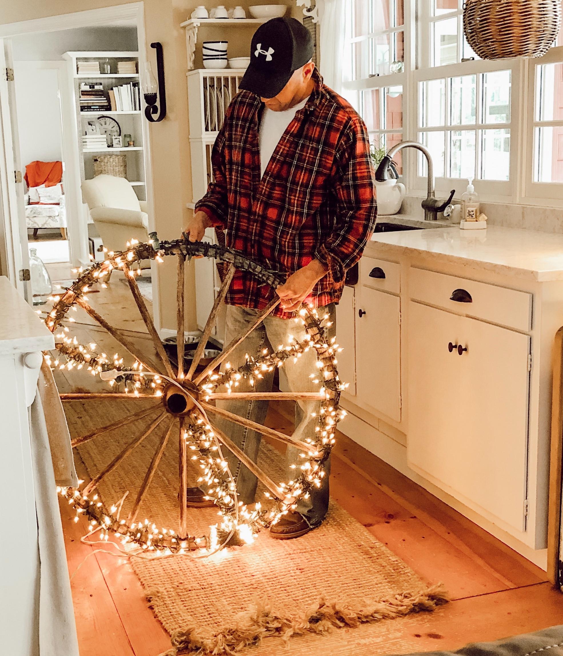 Diy Christmas Decoration Vintage Wagon Wheel With White Lights