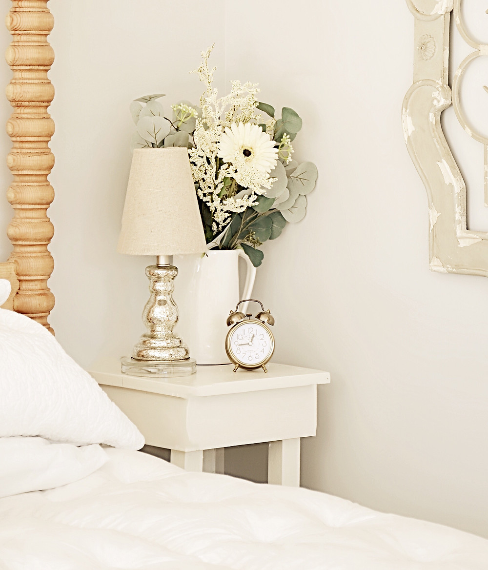 Bedroom Decorating Ideas with Vintage Charms.