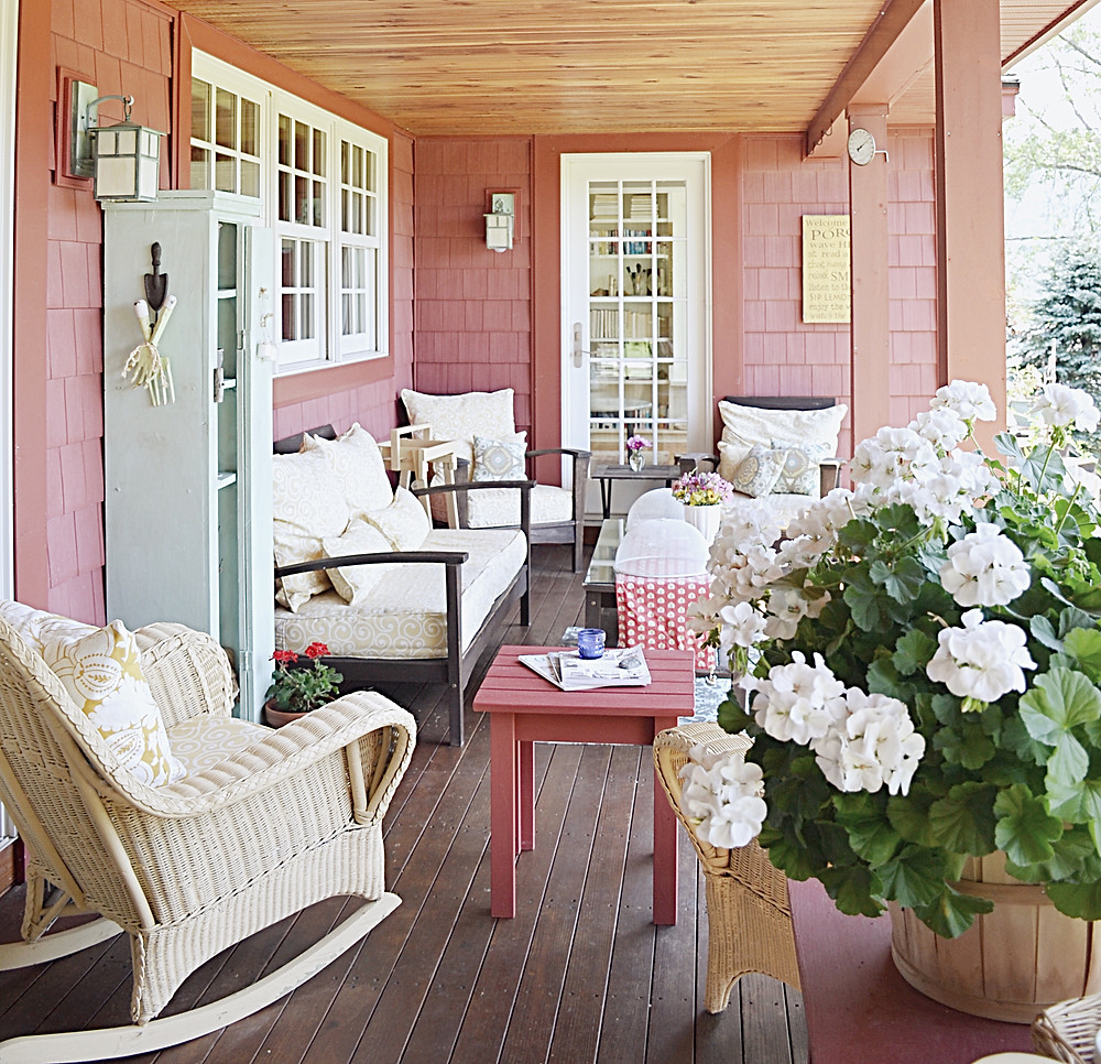 Porch with vintage decor style