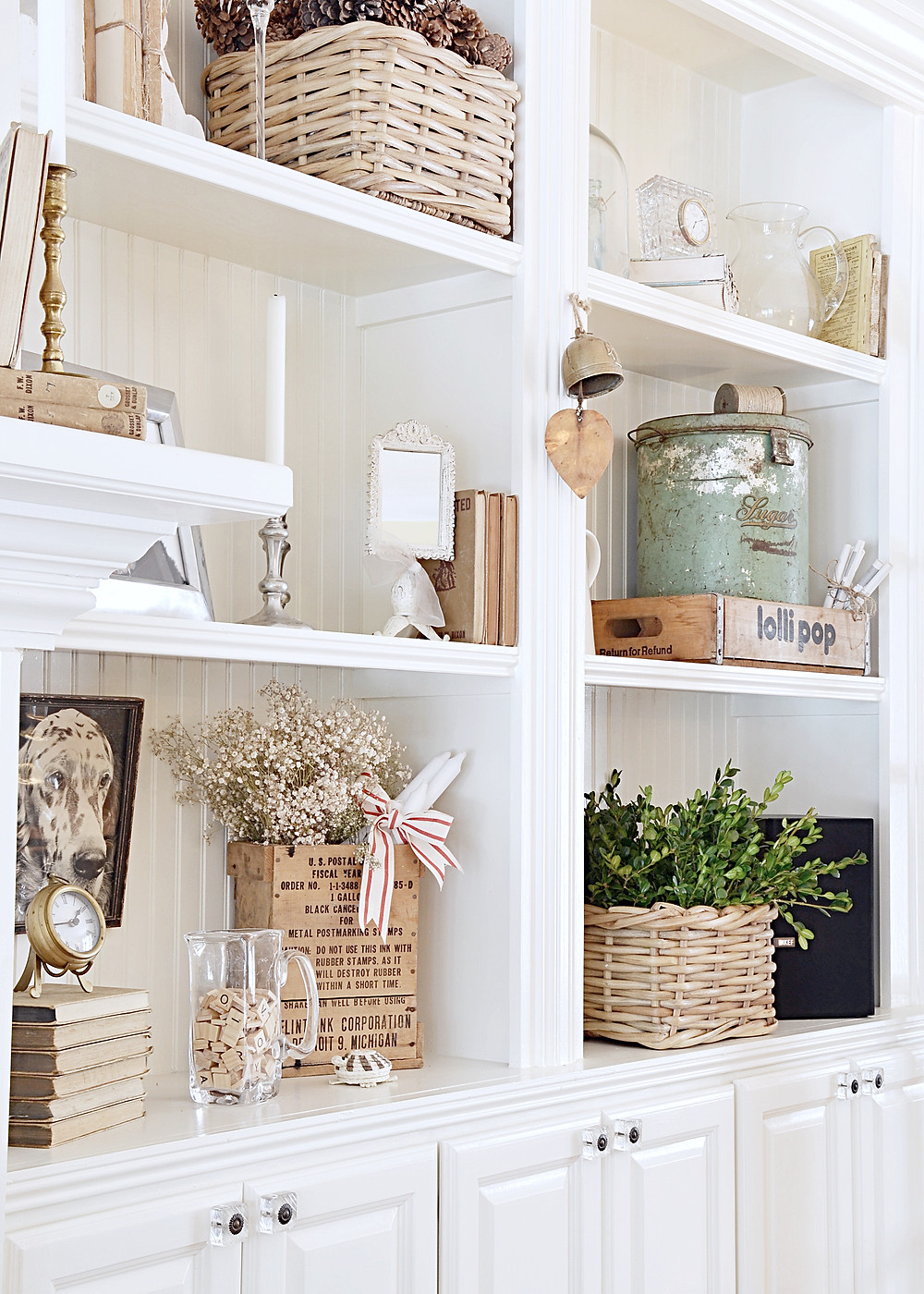 Simple Christmas Decor Shelfies