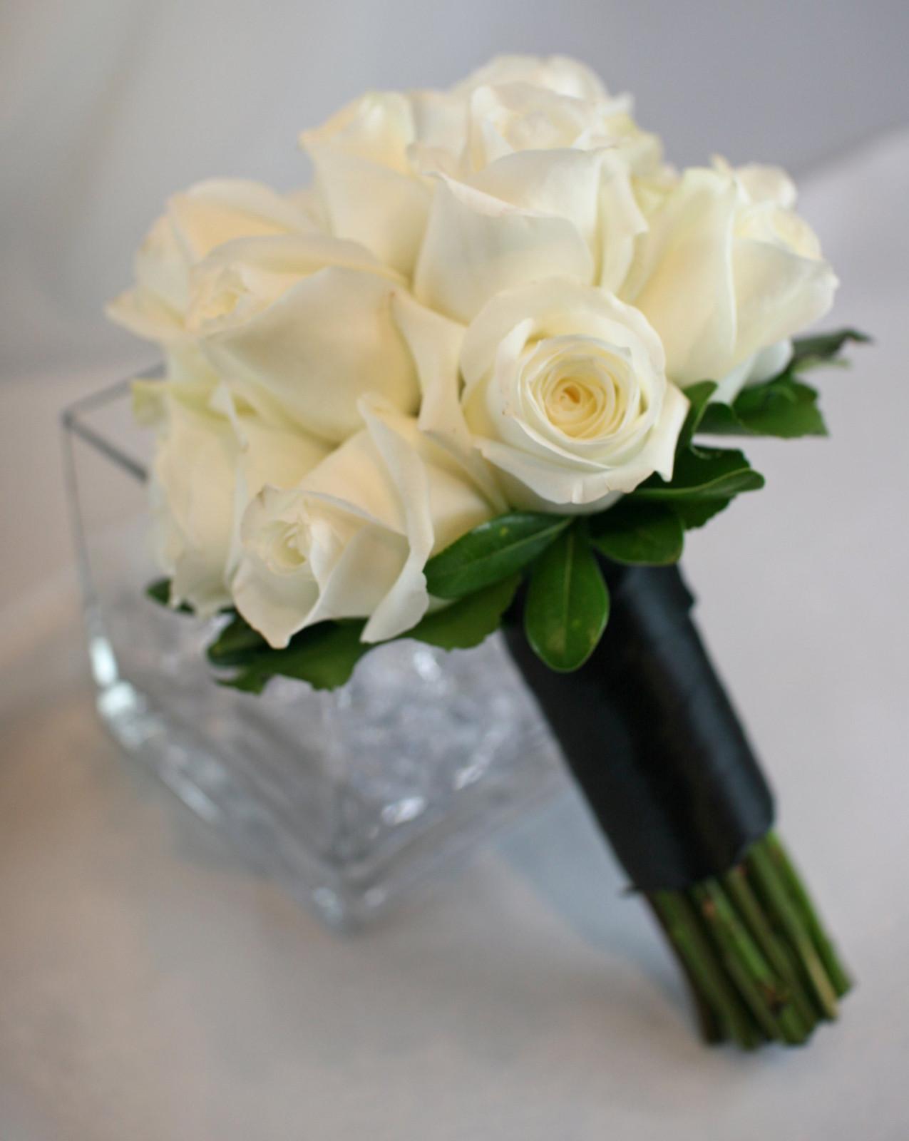 Опт чернигов, букет из белых роз свадебный фото