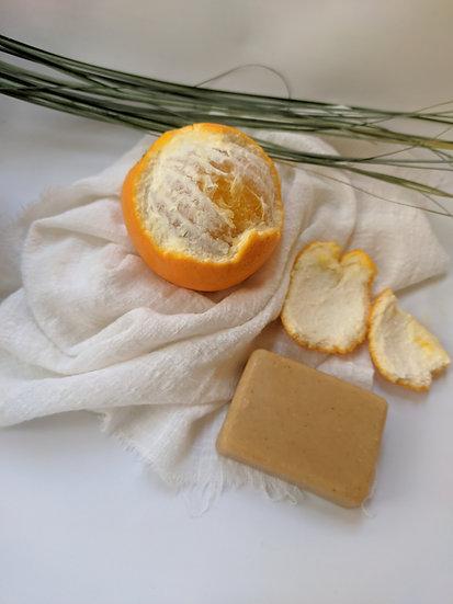 Мыло для рук с куркумой и цитрусовыми.