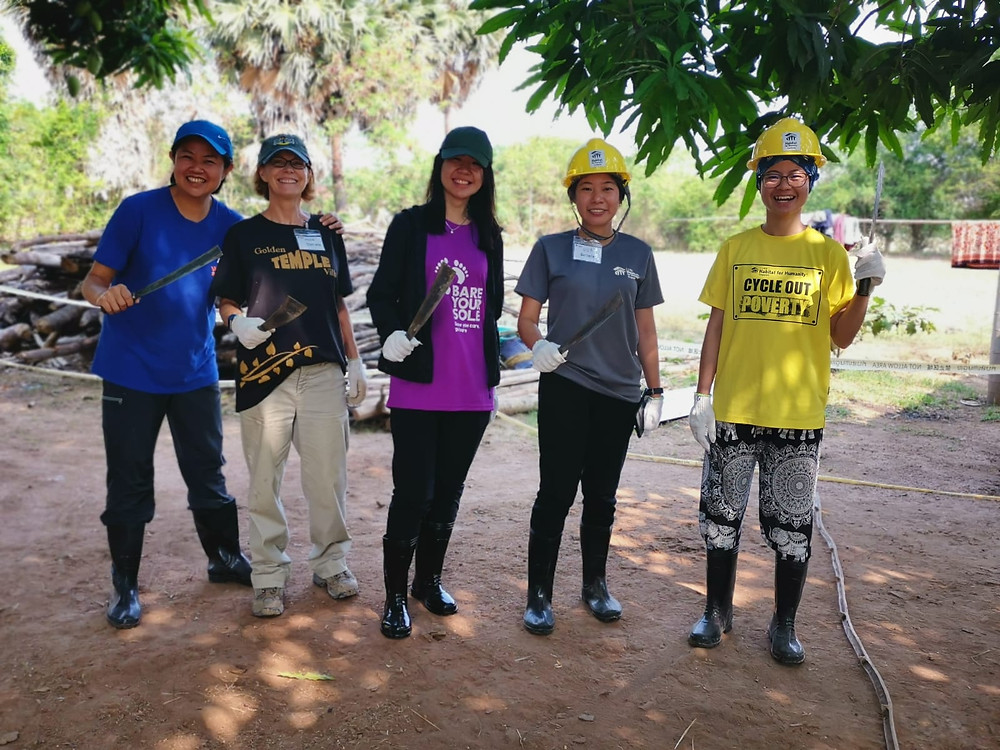 Maggie (far right) pictured with a few of her volunteer team members at their Battambang build site in Cambodia