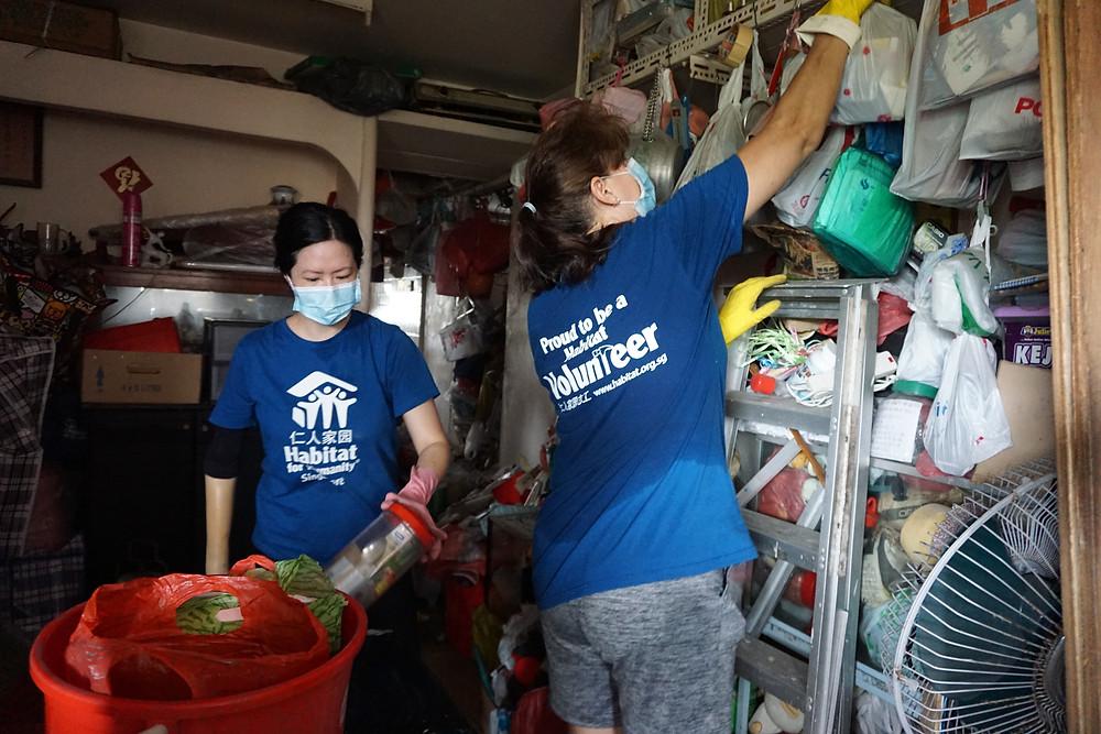 Chunhui de-cluttering a hoarded home