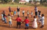 """Giochi sportivi dei bambini nella Scuola Elementare """"Deborah Ricciu - Espandere Orizzonti"""" a Kibiri, Kampala (Uganda)"""