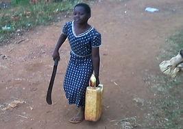 """Trasporto acqua nella Scuola Elementare """"Deborah Ricciu - Espandere Orizzonti"""" a Kibiri, Kampala (Uganda)"""