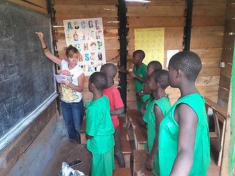 """Insegnare nella Scuola Elementare """"Deborah Ricciu - Espandere Orizzonti"""" a Kibiri, Kampala (Uganda)"""