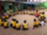 """Giochi dei bambini nella Scuola Elementare """"Deborah Ricciu - Espandere Orizzonti"""" a Kibiri, Kampala (Uganda)"""