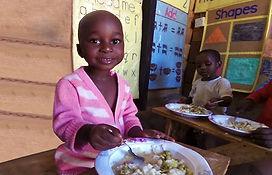 """Cibo dei bambini nella Scuola Elementare """"Deborah Ricciu - Espandere Orizzonti"""" a Kibiri, Kampala (Uganda)"""
