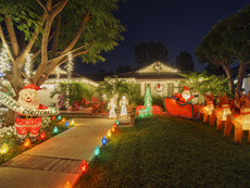 When Should Outdoor Decorations Come Down?