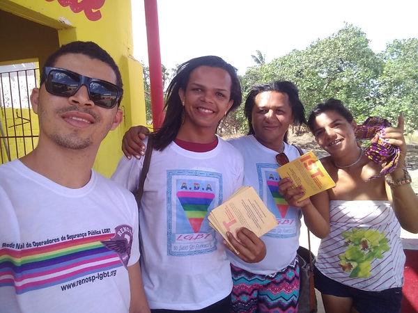 Leandro Martins (RENOSP) e as voluntárias da ADA LGBT
