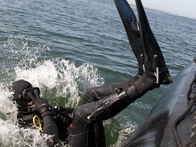 Caindo na água - KrakenMergulho - Mergulho