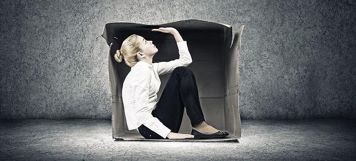 femme boite carton 2.jpg