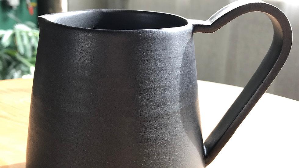 これでコーヒーを淹れる楽しさを知った。ちょっとコーヒーを落としてみようかな。COFFEE POT