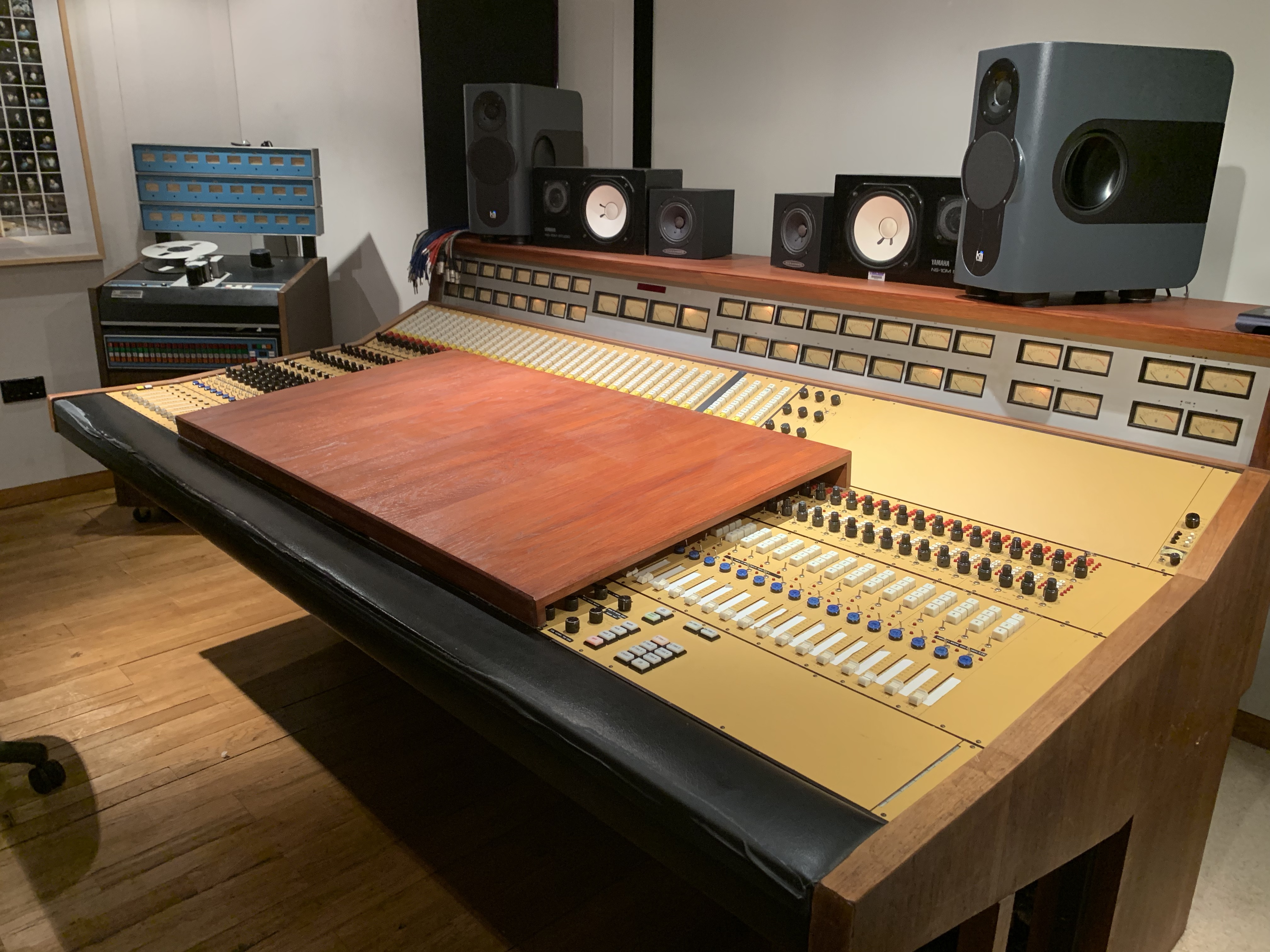 Strongroom Mixing desk work surface