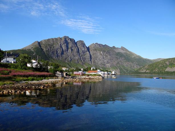 1280px-Torsken-Senja-Norway.jpg