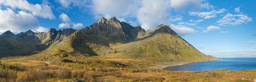 Mountain_massif_of_Fjølhaugen_at_Knutevi