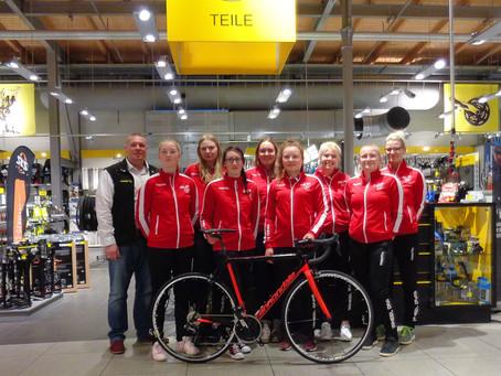 Deutschlands größter Radhändler ist zurück im Berliner Leistungssport.