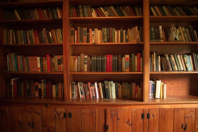Hemlock_Hills_Farm_web-29-book-shelves.j