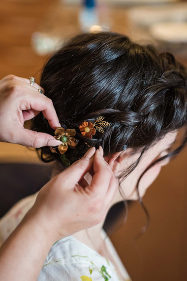 ann arbor bride hair style with accessories