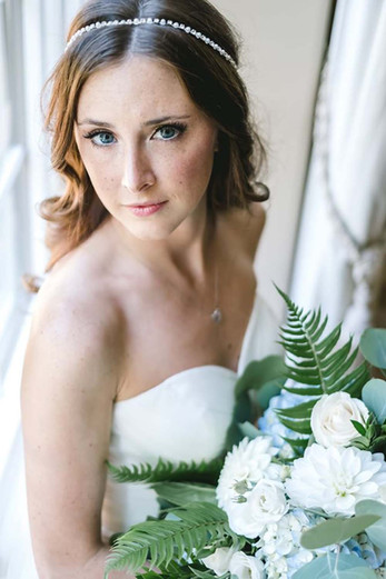 detroit bride wearing natural makeup and hair