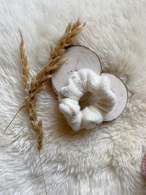 gebreide scrunchie gebroken wit