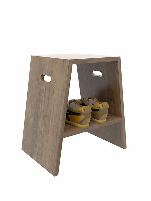 Banco con entrepaño en madera
