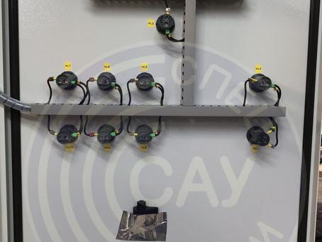 Шкаф управления вентилятором и клапанами дымоудаления с АВР