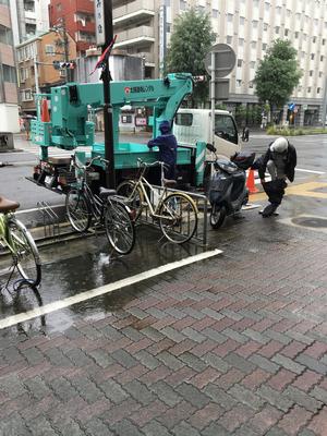 雨の中準備をする業者さん ありがとうございました!