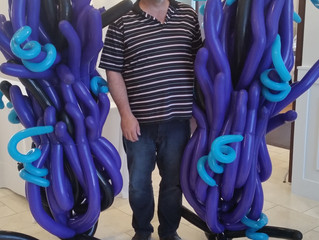 Making Under the Sea balloon decor columns