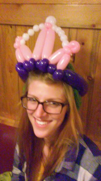 balloon animal twisting crown at Beaujos
