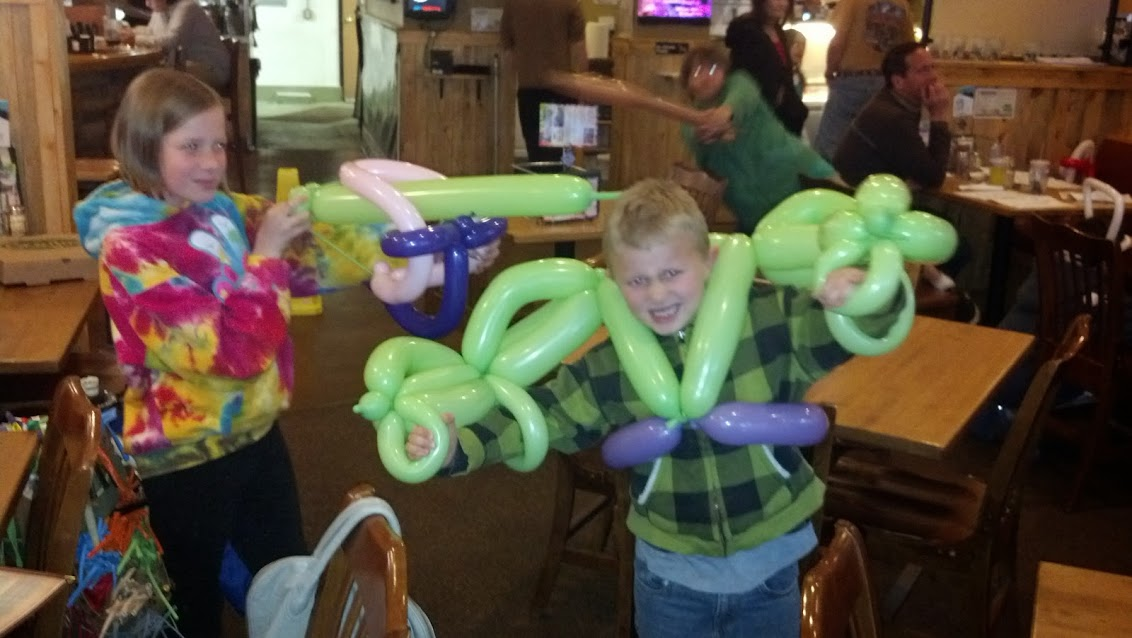 Bow & arrow, Hulk Balloon Animal