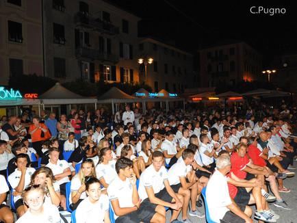 Folla in piazza per la presentazione della Società.