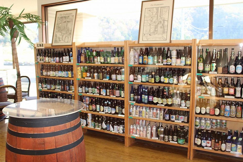 全国各地の地酒を展示 もっともっとあります