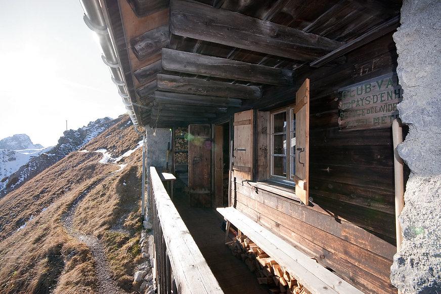 cabane de la Videmanette balcon.jpg