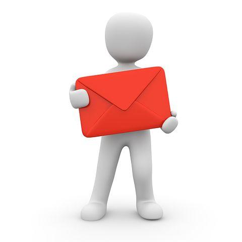 Bonhomme blanc avec une lettre rouge en main