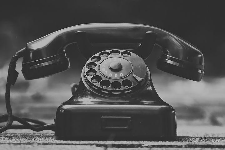 Téléphone ancien noir