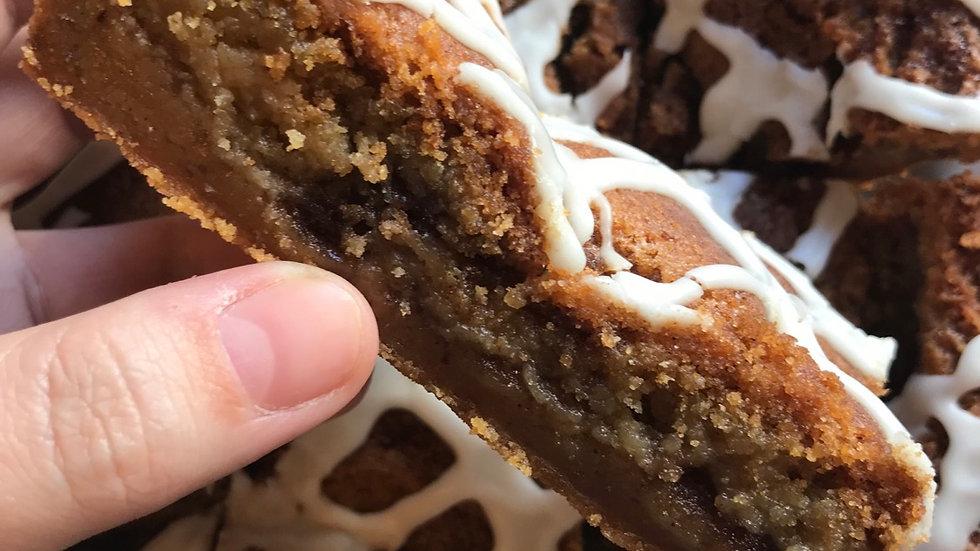 Cinnamon Roll Cookie Bar