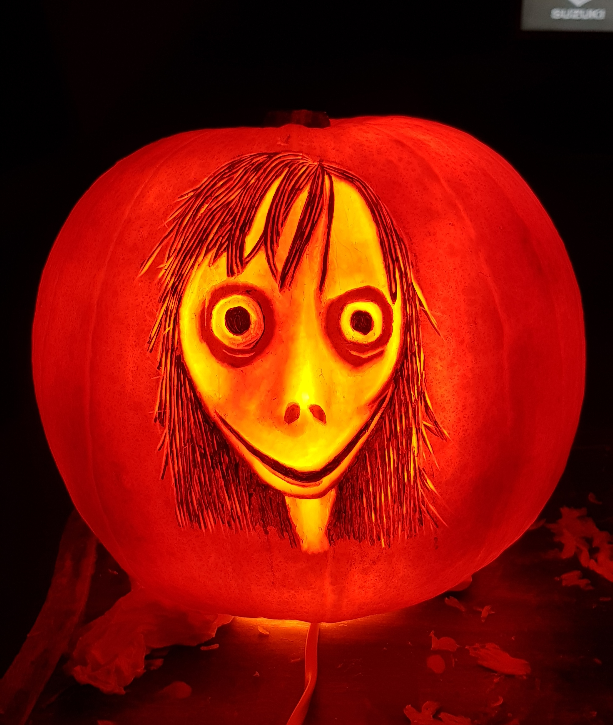 MOMO Pumpkin carving