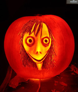 MOMO Pumpkin carving