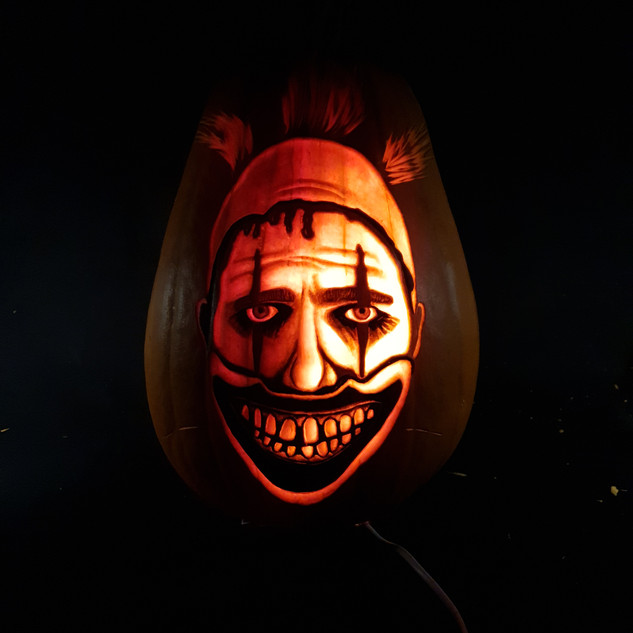Twisty the clown Pumpkin carving
