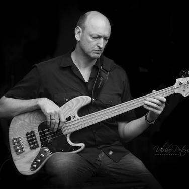 floW (Bass)
