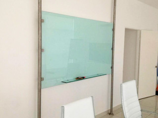 Instalación de Pizarra  de Vidrio en Oficina en Obarrio, Panamá
