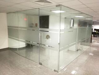 Instalación de Vidrio Templado en Oficina en Oceania Bussines Torre 1000