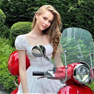 Hot Women and Scooters-Vespa Girls-Fashion Style.jpg