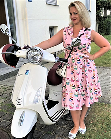 Vespa Scooter Girls-Hot Women and Fashio