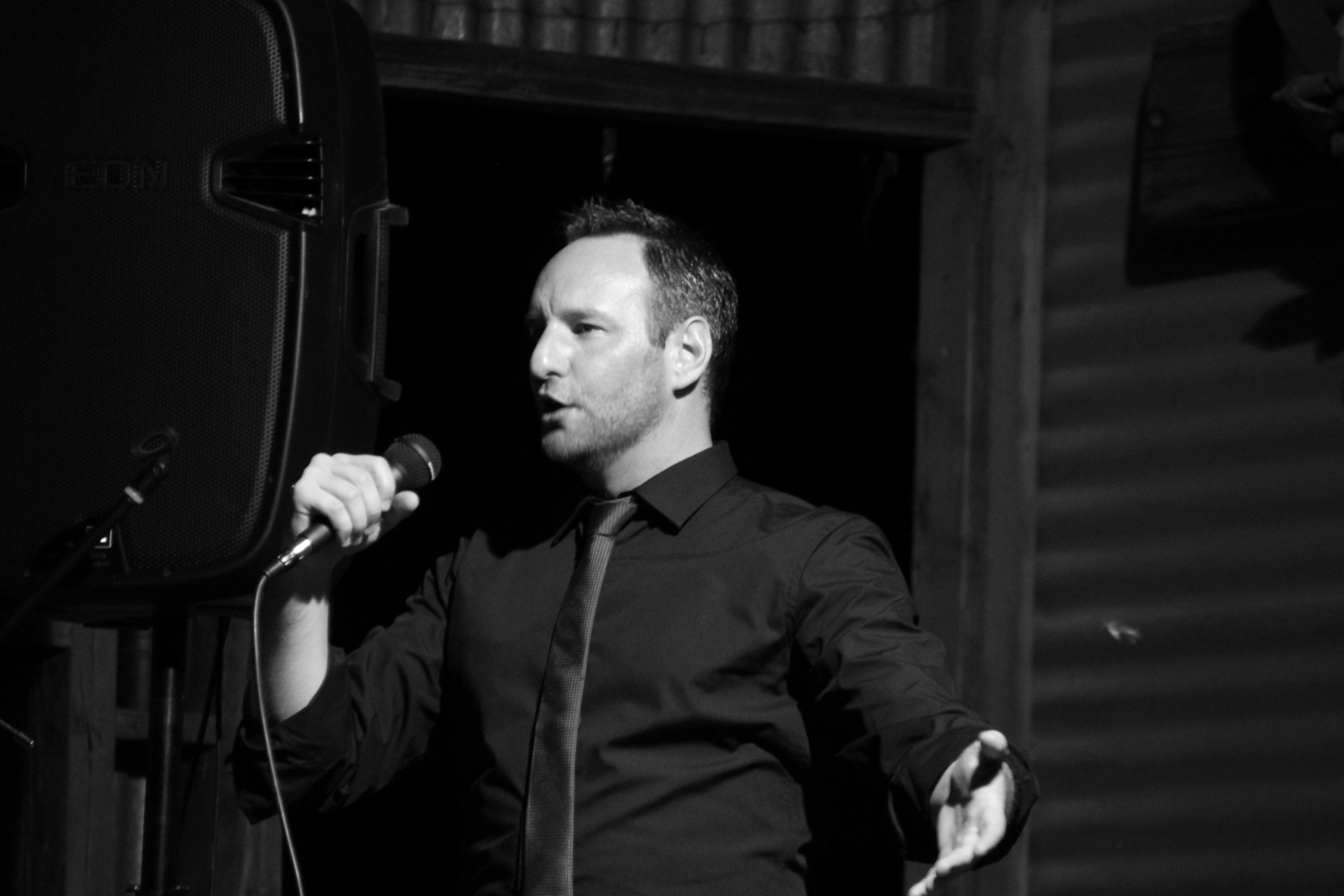 Brad Cooper performing in Silverton Dec 2015
