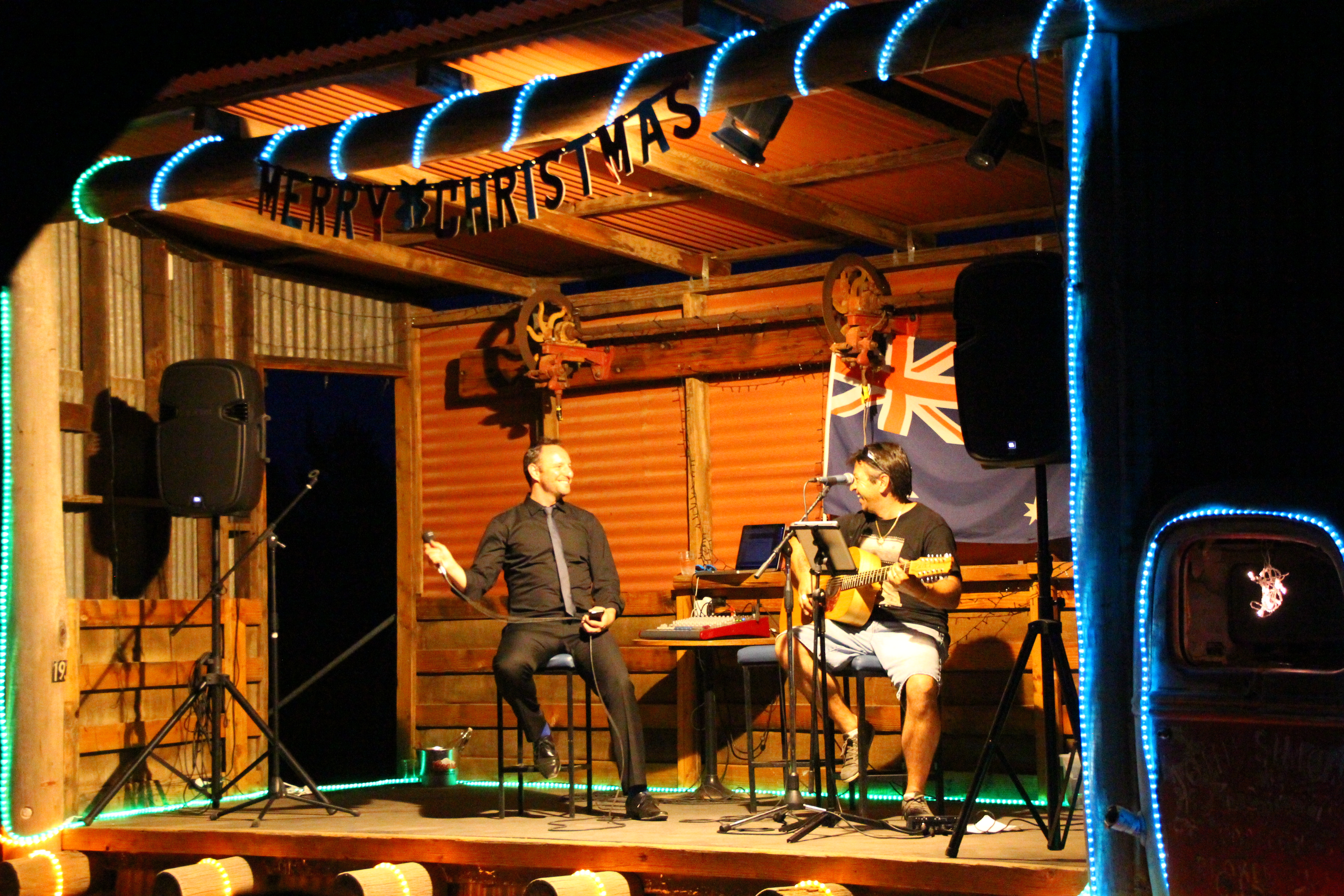 Brad Cooper and John Donne perfoming toegther at Silverton Dec 2015 2