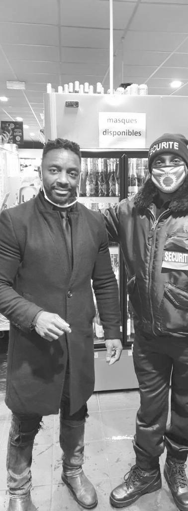 Jean Pierre Sainte Rose au côté de son agent de sécurité
